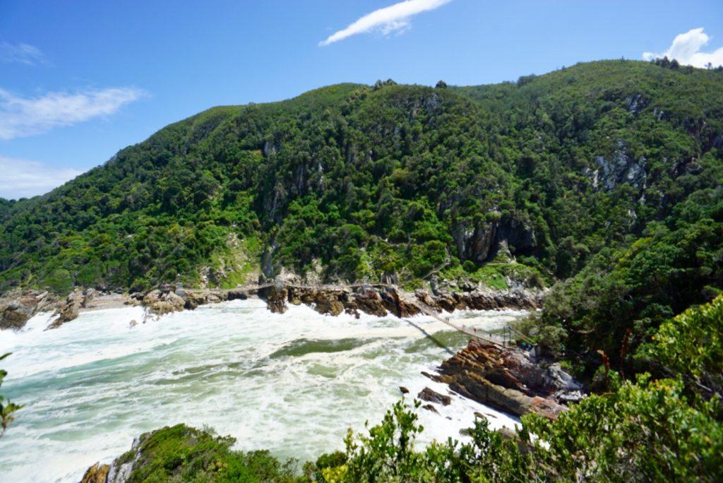 Hängebrücke im Tsitsikamma-Nationalpark auf der Garden Route in Südafrika