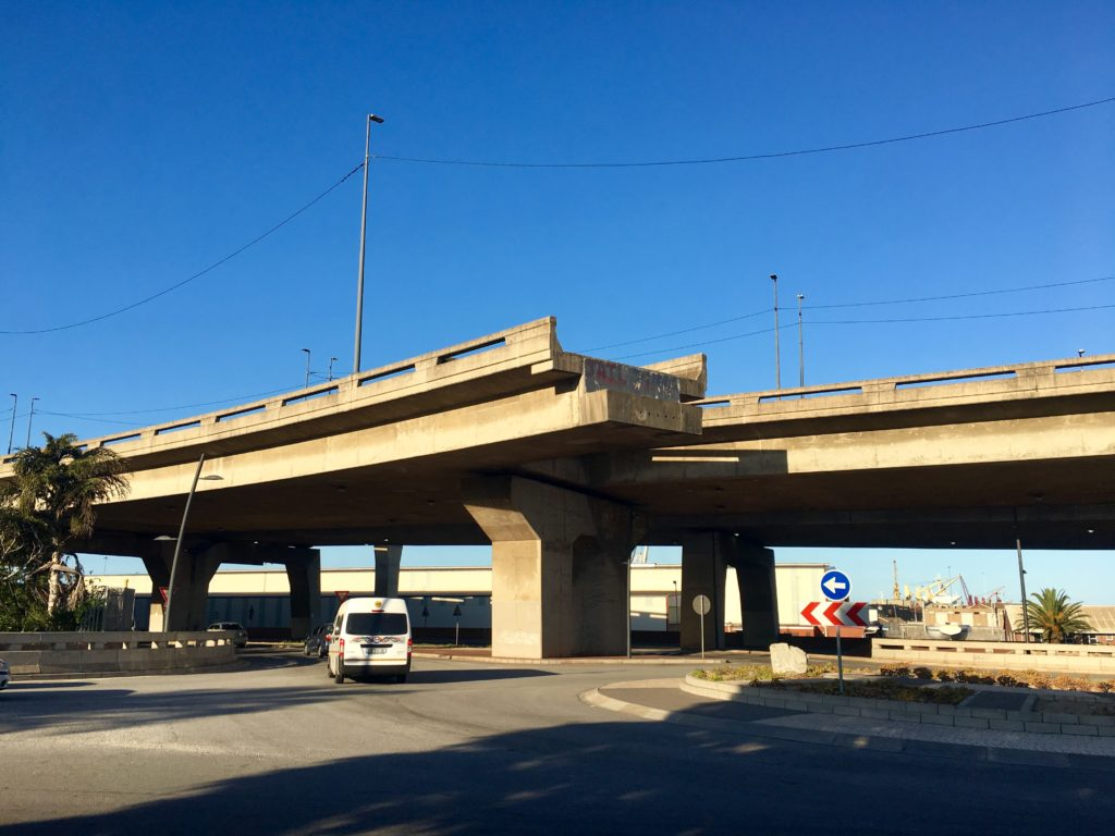 Highway ins Nichts in Port Elizabeth, auf der Garden Route in Südafrika