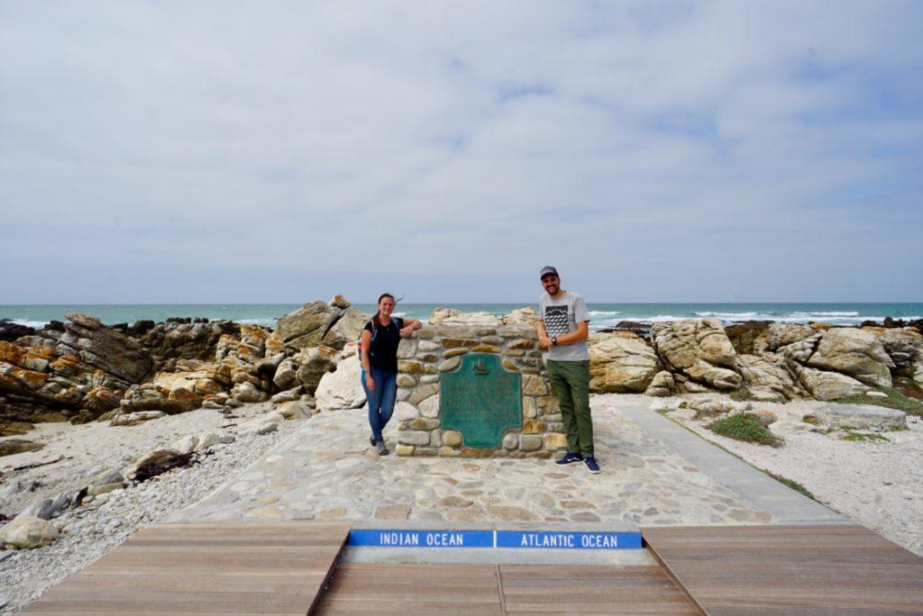 Ein wichtiger Halt auf der Garden Route: Grenze zwischen Indischen und Atlatischen Ozean, Kap Agullhas, Südafrika