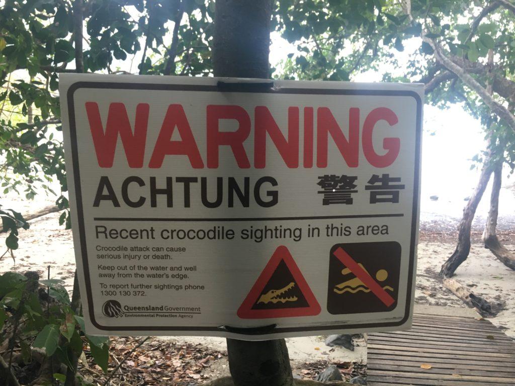 Warnschild im Daintree Regenwald - Achtung Krokodile