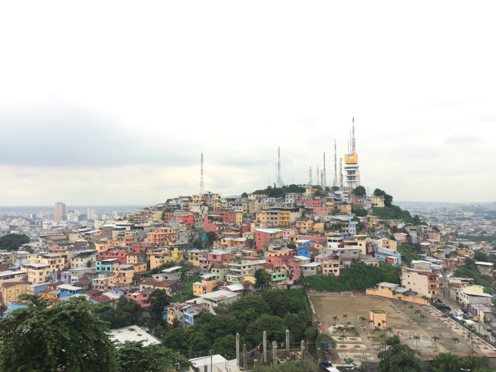 Ausblick vom Leuchtturm auf Guayaquil in Ecuador